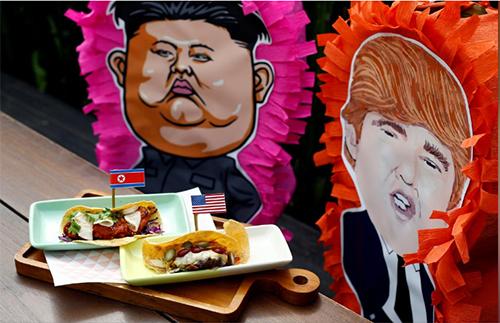 Bánh taco và trò chơiNhà hàng Mexico Lucha Locophục vụ món bánh taco có tên Rocket Man và El Trumpo, cùng trò chơi pinatas