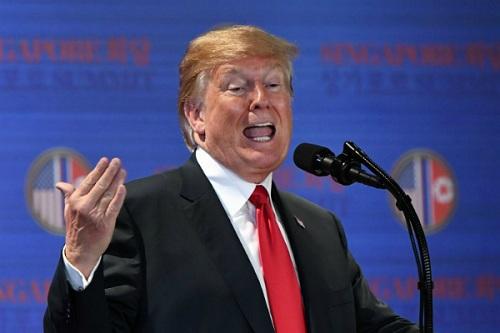 Tổng thống Mỹ tại cuộc họp báo chiều nay ở Singapore. Ảnh: AFP.