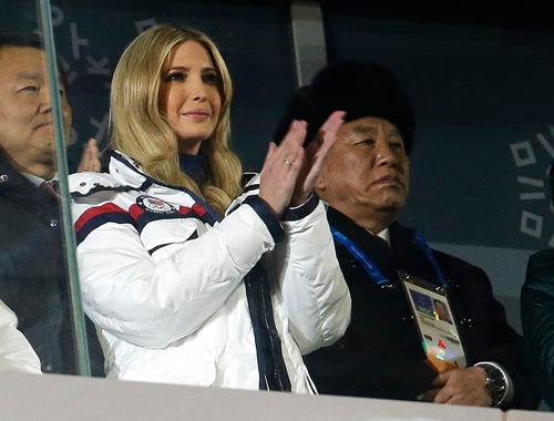 Tướng Triều Tiên Yong Chol (phải) và Ivanka Trump tham dự lễ bế mạc Thế vận hội Mùa đông tại Hàn Quốc hồi tháng 2. Ảnh: AP.