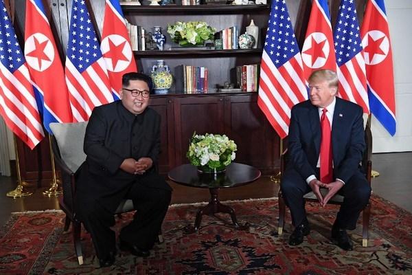 Trump-Kim-2-7038-1528768173.jpg
