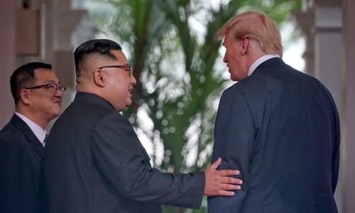 Ngôn ngữ cơ thể cho thấy hai lãnh đạo tạo được không khí thân thiện, cởi mở khi gặp nhau. Ảnh: Reuters.