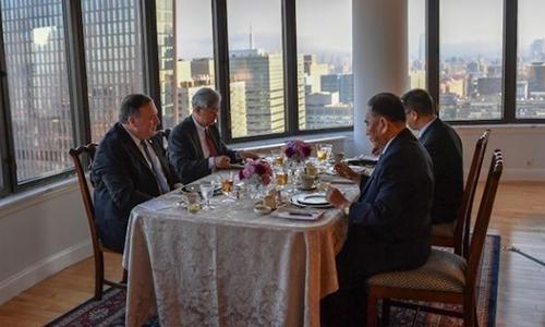 Ngoại trưởng Mike Pompeo ăn tối tại New York với Kim Yong-chol, trùm tình báo Triều Tiên, ngày 30/5. Ảnh: AP.