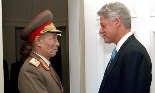 Phó nguyên soái Jo Myong-rok thăm Mỹ tháng 10/2000. Ảnh: New York Times.