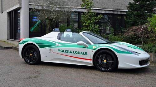 Siêu xe Ferrari 458 Spider, từng thuộc sở hữu của một băng nhóm mafia, được dùng cho cảnh sát. Ảnh: Motor1.