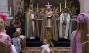 Công chúa Thụy Điển bị mẹ trừng mắt vì lăn lộn trong lễ rửa tội