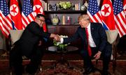 Trump tiếp tục ca ngợi Kim 'hài hước và thông minh' khi về nước