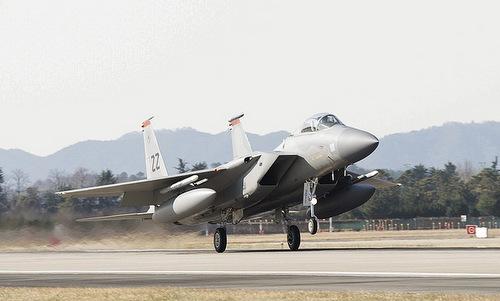 Tiêm kích F-15C xuất phát từ căn cứ Kadena trước vụ tai nạn hôm 11/6. Ảnh: Stripes.