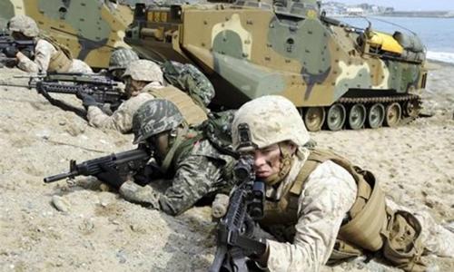 Binh sĩ Mỹ và Hàn Quốc tham gia tập trận tại thành phố Pohang tháng 3/2014. Ảnh: Kyodo News.