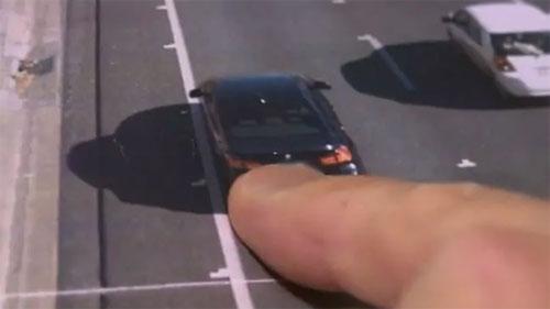 Ảnh kèm phiếu phạt cho thấy một chiếc BMW serie 3 màu đen giống xe của Jossh Moss, và biển số giống hệt, đang chạy trên đường Gold Coast vượt tốc độ cho phép. Ảnh: 9 News.