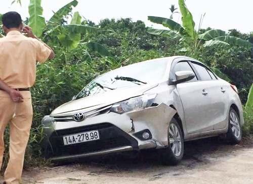 Chiếc xe bịvứt lạitại xã Thanh Thủy, huyện Thanh Hà (Hải Dương).