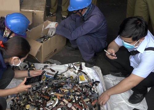 Hàng lậu bị bắt trong nửa năm qua được cho có giá 20 tỷ đồng. Ảnh: Sơn Hòa.