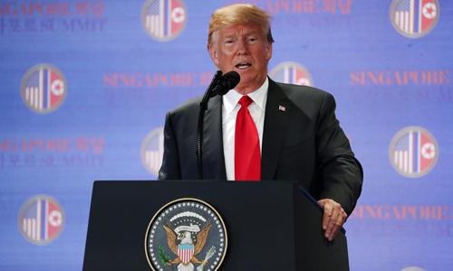 Tổng thống Mỹ Donald Trump phát biểu trong cuộc họp báo hôm quatại khách sạn Capella, Singapore, sau cuộc họp thượng đỉnh với lãnh đạo Triều Tiên Kim Jong-un. Ảnh: Reuters.
