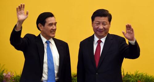 Chủ tịch Trung Quốc Tập Cận Bình (phải)với lãnh đạo Đài Loan Mã Anh Cửu vào năm 2015 tại Singapore. Ảnh: Reuters.