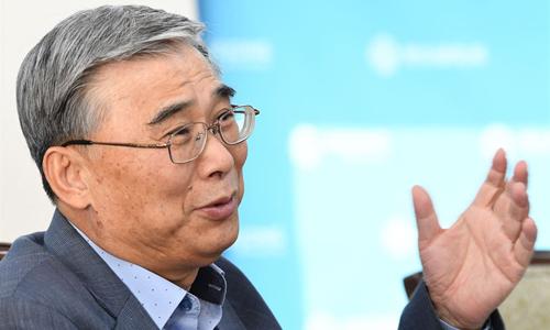 Cựu bộ trưởng thống nhất Hàn Quốc Lee Jong-seok trong một buổi phỏng vấn hồi tháng 4. Ảnh: Korea Times.