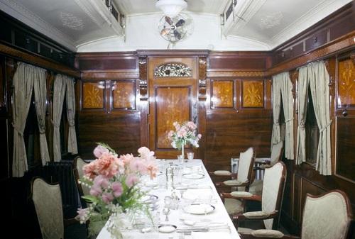 Phòng ăn 12 chỗ trên tàu. Ảnh: PA.