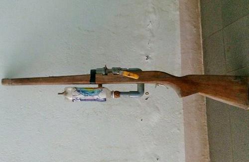 Khẩu súng do Sỹ tự chế. Ảnh: C.A.
