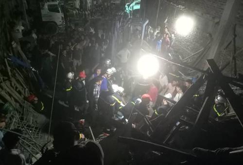 Sự cố khiến bốn người bị vùi lấp. Ảnh: Nam Nguyễn.