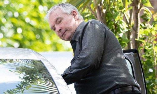 Bryn Jones sau khi được cho tại ngoại hôm 14/6. Ảnh: Telegraph.