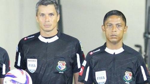 John Pitti (trái) và Gabriel Victoria, hai trọng tài của Panana tại World Cup năm nay. Ảnh: Panama Sports.