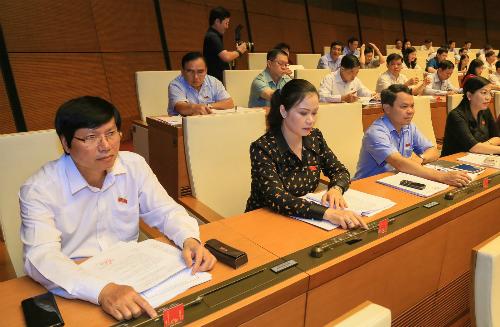 Quốc hội đã chọn hình thức biểu quyết công khai kết quả nhưng không công bốdanh tính. Ảnh: Hoàng Phong.