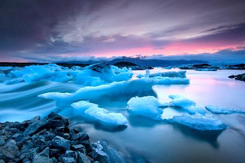Sông băng hay nủi băng là hình ảnh quen thuộc ở Băng Đảo. Ảnh: Bravo TV