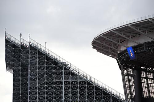 Khu khán đài xây dựng thêm tại sân vận độngTsentralnyi ở thành phốYekaterinburg, Nga nâng tổng số chỗ ngồi lên 35.000 nhằm phục vụ World Cup 2018. Ảnh:NYT.