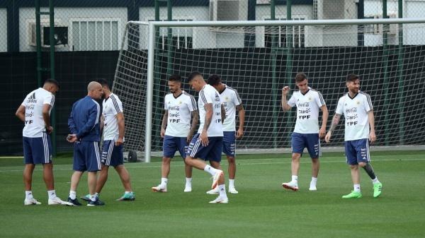 Đội tuyển bóng đá Argentina tập luyện trước World Cup. Ảnh: AFP.
