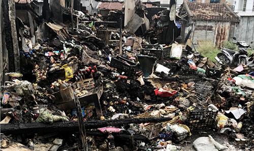 Tải sản người dân trong chợ cháy ru