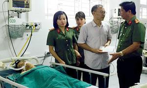 Trung úy bị đâm thấu ngực khi khám nhà nghi can buôn ma túy