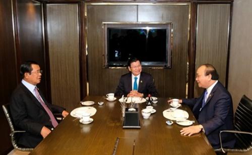 Thủ tướng Chính phủ Nguyễn Xuân Phúc hôm nay có cuộc ăn sáng làm việc với Thủ tướng Lào Thongloun Sisoulith và Thủ tướng Campuchia Samdech Hun Sen tại Bangkok, Thái Lan.