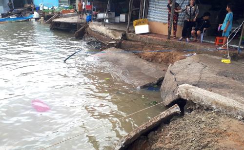 Thêm nhiều vết nứt xuất hiện ở xã Đất Mũi, huyện Ngọc Hiển, Cà Mau. Ảnh: Phúc Hưng.