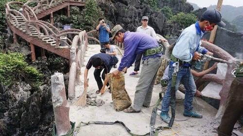 Công trình sai phép ở Tràng An được tháo dỡ gần xong