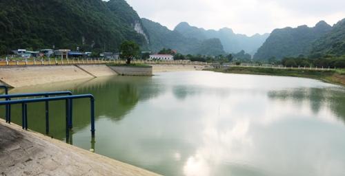 Hiện nay, hồ nước ngọt Hải Sơn và suối Gôi còn nước nhưng mực nước đã xuống rất thấp, trữ lượng không còn nhiều. Ảnh: Giang Chinh