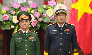 Chủ tịch nước thăng quân hàm hai sĩ quan cao cấp