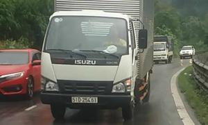 Tôi phải đi 10km/h để né xe tải vượt ẩu trên đèo Bảo Lộc