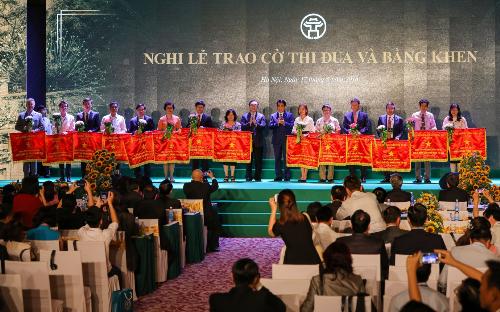 Đại Học Anh Quốc Việt Nam Nhận Cờ Thi Đua Của UBND Thành Phố Hà Nội - 1