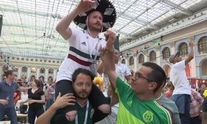 CĐV Mexico xem đội nhà là những nhà vô địch sau khi thắng Đức