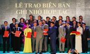 Đại học Anh quốc Việt Nam nhận Cờ thi đua của thành phố Hà Nội