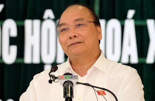 Thủ tướng Nguyễn Xuân Phúc phát biểu tại cuộc tiếp xúc cử tri huyện Tiên Lãng, Hải Phòng. Ảnh: VGP/Quang Hiếu