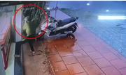 Thanh niên dùng búa cướp tiệm vàng trong 3 giây