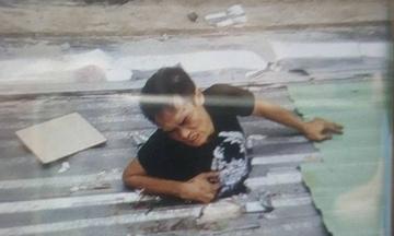 Tên trộm mắc kẹt trên mái nhà ở Sài Gòn