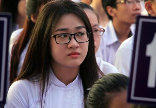 Học sinh trường THPT Võ Văn Kiệt (TP HCM) trong ngày khai giảng. Ảnh: Mạnh Tùng.