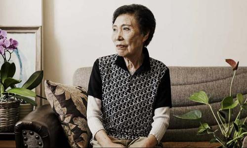 Bà Hyun-ock Seo, 87 tuổi, sống tại một viện dưỡng lão ở Chicago. Bà di tản khỏi Triều Tiên cùng mẹ và hai em trai trong Chiến tranh Triều Tiên nổ ra năm 1950, thất lạc ba người em khác kể từ đó. Ảnh: Washington Post.