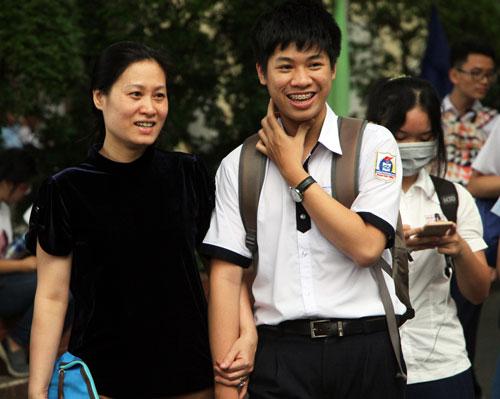 Thí sinh sau giờ thi tiếng Anh tại điểm thi Đại học Khoa học Tự nhiên TP HCM. Ảnh: Mạnh Tùng.
