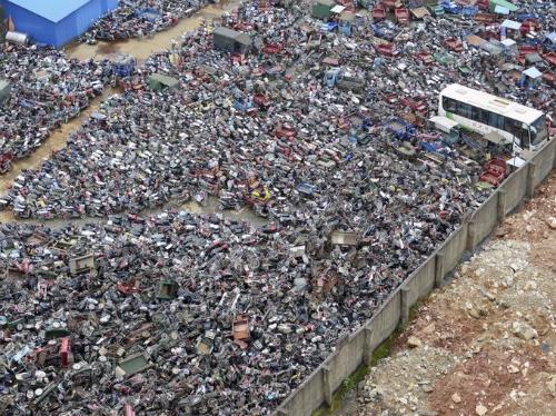 Những chiếc xe máy tại một bãi phế liệu ở Tân Châu (Sơn Đông, Trung Quốc). Ảnh: BI