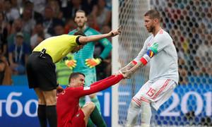 Ramos chế nhạo pha ngã của Ronaldo