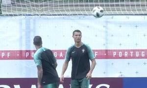 Ronaldo luyện tập, chuẩn bị đấu Morocco