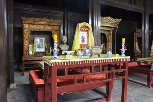 Bài vị vua Dục Đức, Thành Thái, Duy Tân được thờ trong điện Long Ân. Ảnh: Võ Thạnh