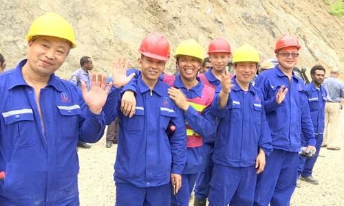 Các công nhân Trung Quốc tại một dự án xây dựng của nước này ở Papua New Guinea. Ảnh: ABC News.