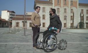 Xe lăn vượt địa hình hiểm trở cho người khuyết tật